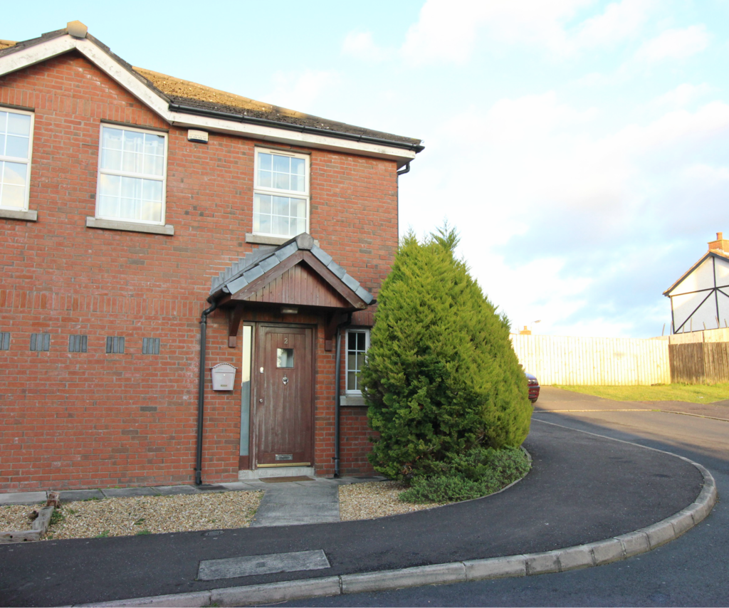 2 Larksborough Close